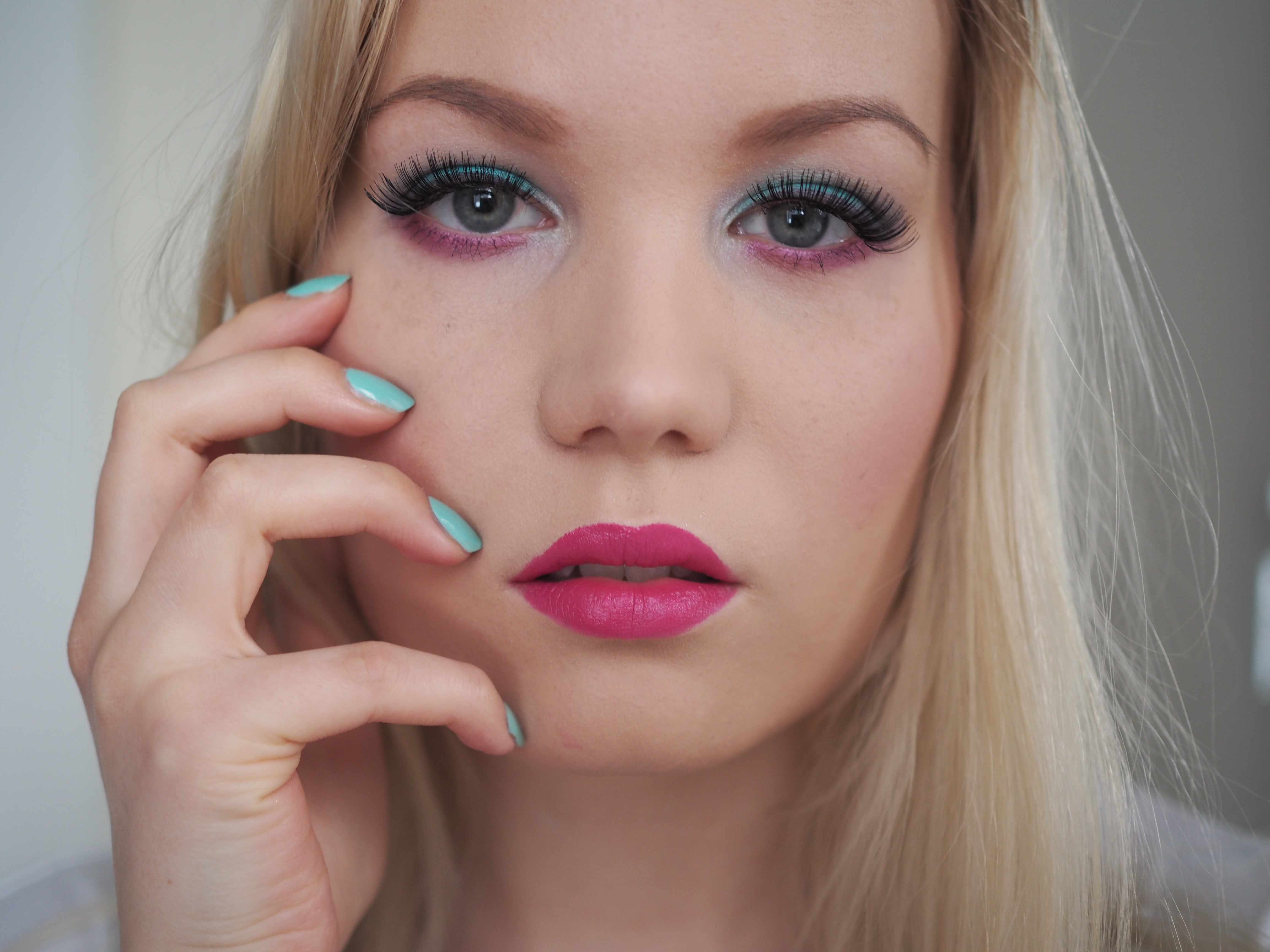 pink turquoise makeup idea