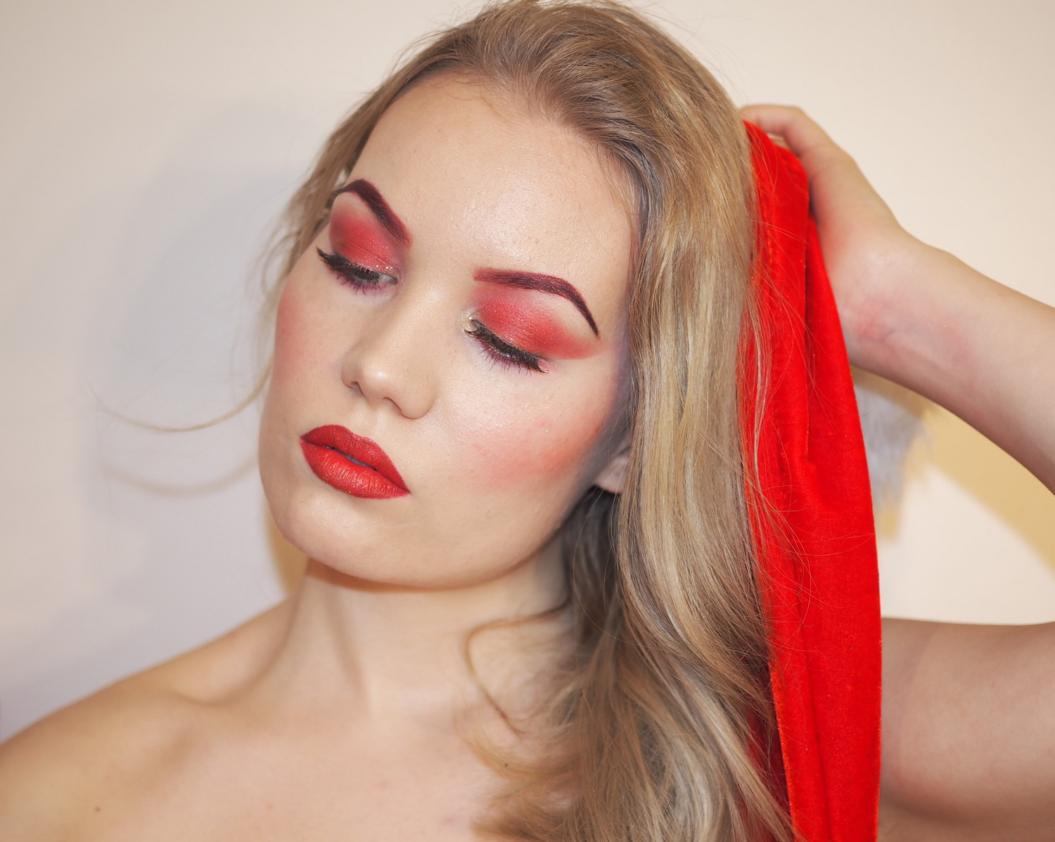 isadora joulukalenteri 2018 Wrapped in red   Charlotta Eve isadora joulukalenteri 2018