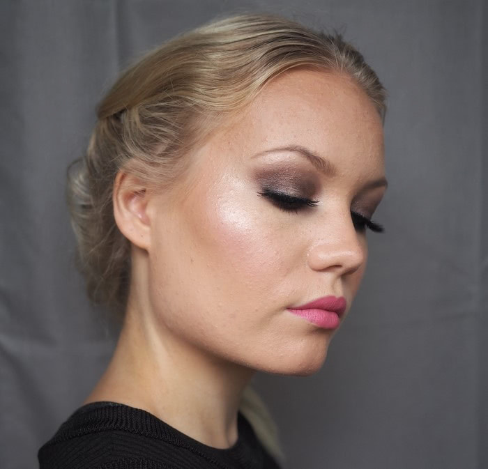 bronzy smokey eye with pink lips
