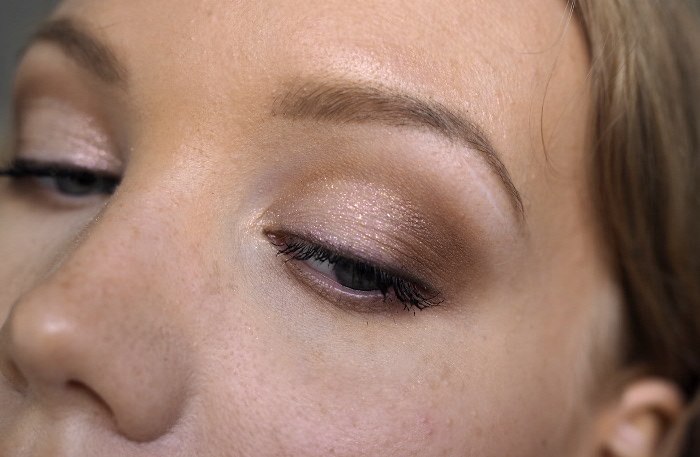 hooded and deep set eyes eyeshadow