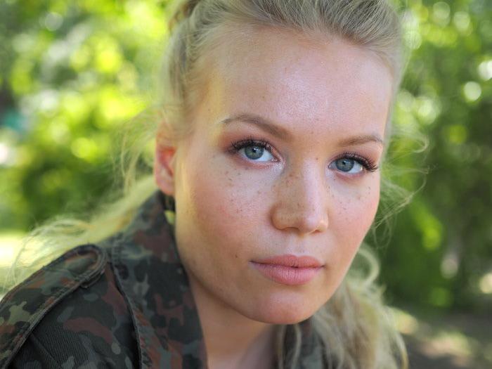 faux freckles makeup