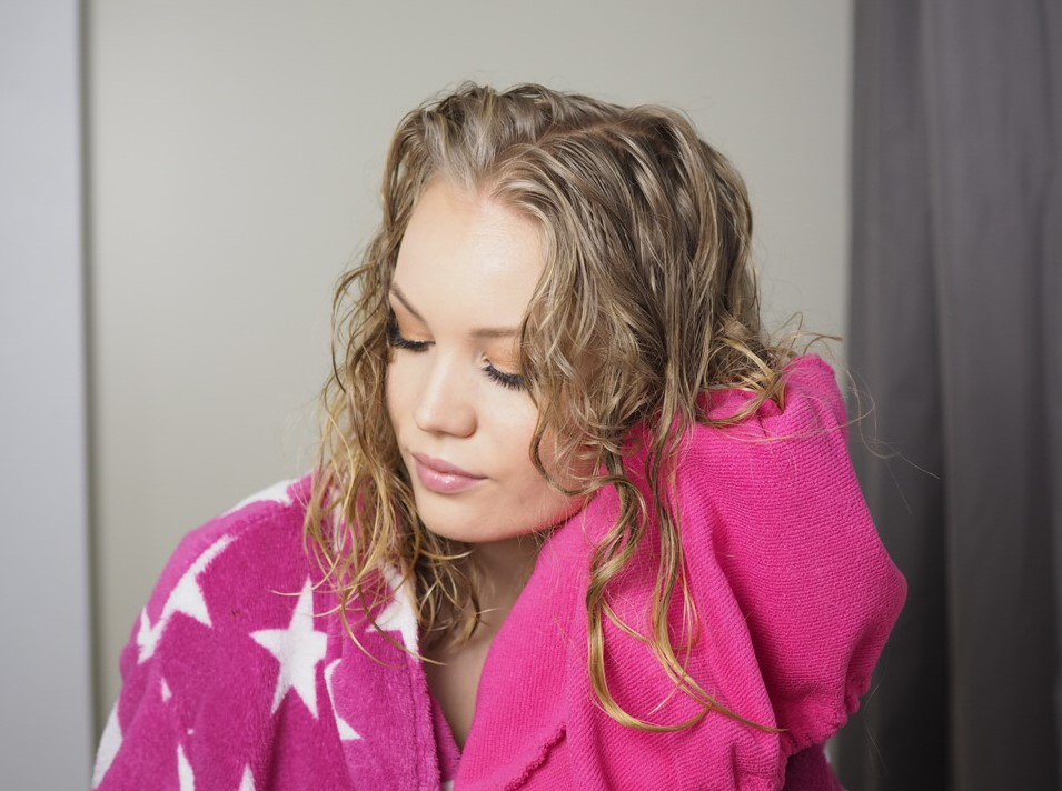 naturally curly hair towel dry