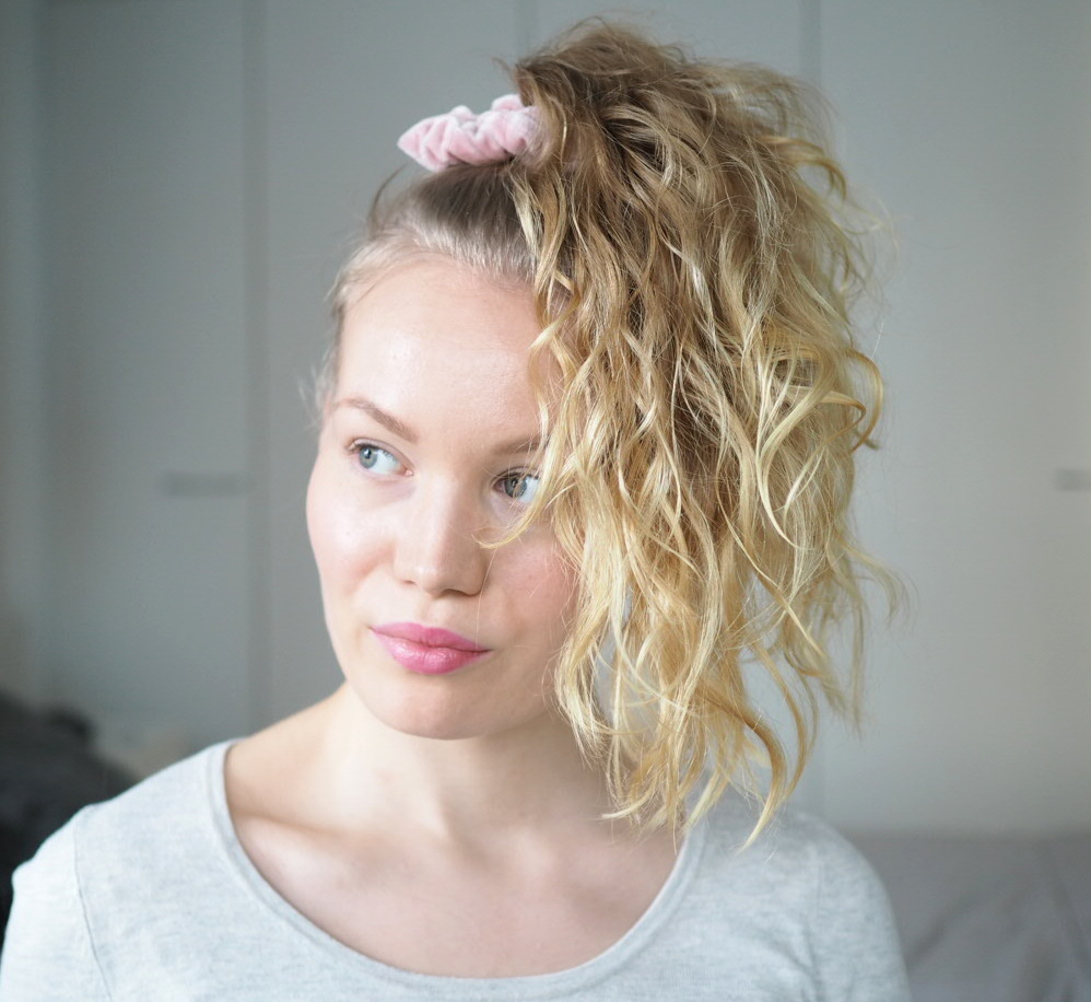 pineapple curly hairstyle