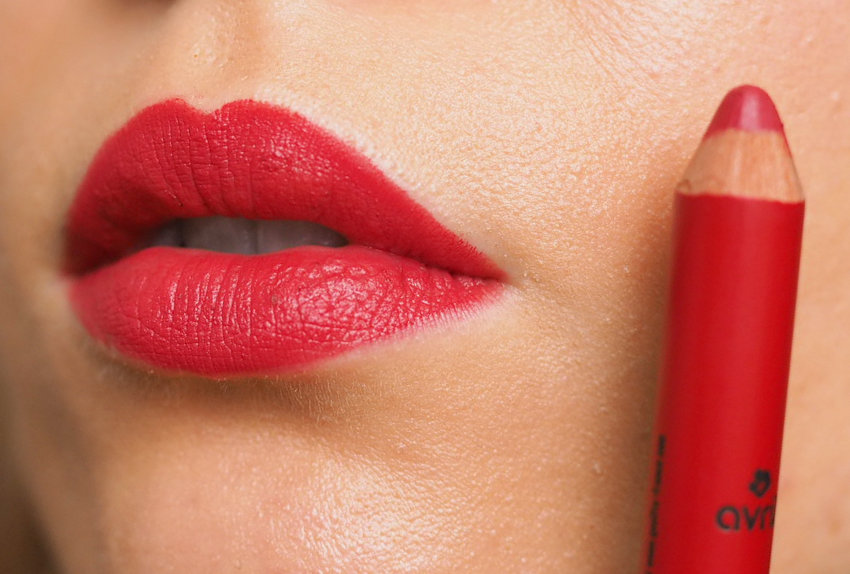 avril vrai rouge red lipstick