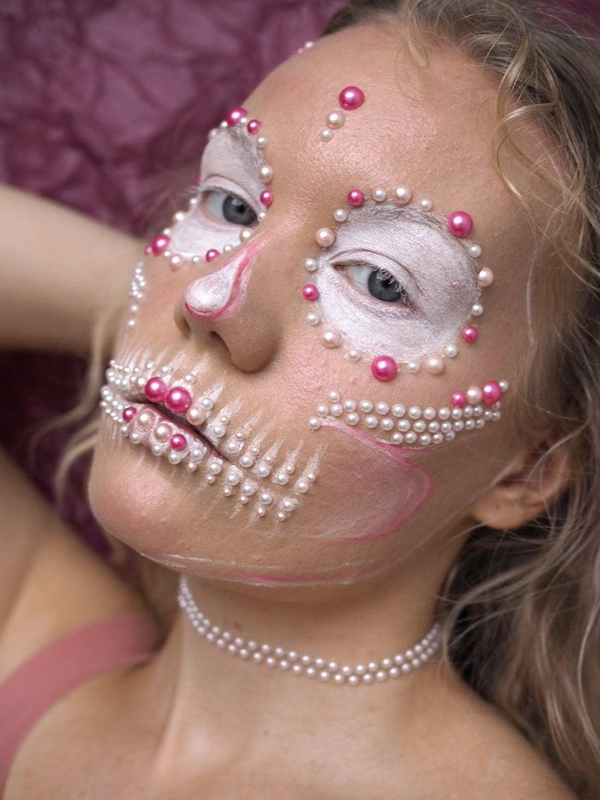 Halloween pearl skull white pink