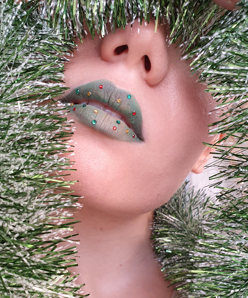 green christmas lip makeup