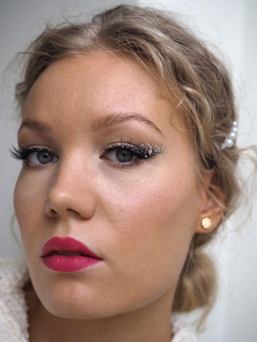 black glitter liner makeup
