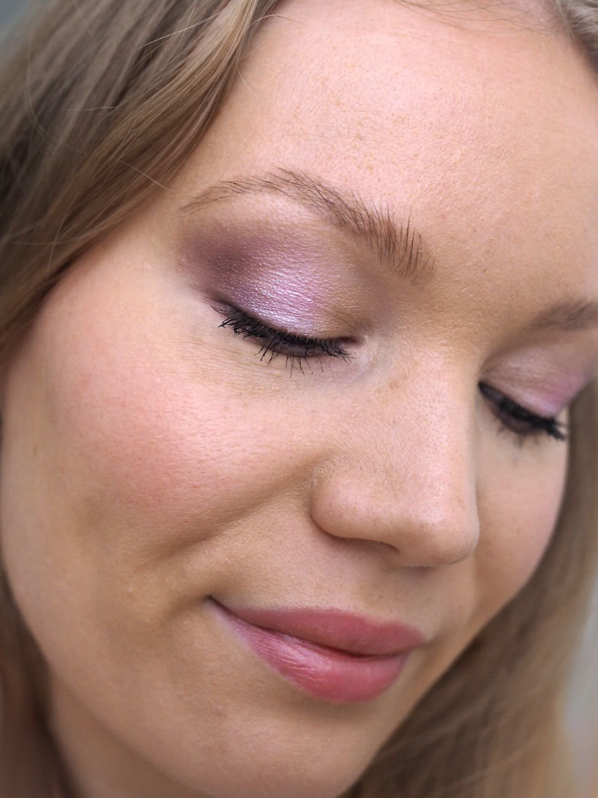 light purple eye makeup tutorial