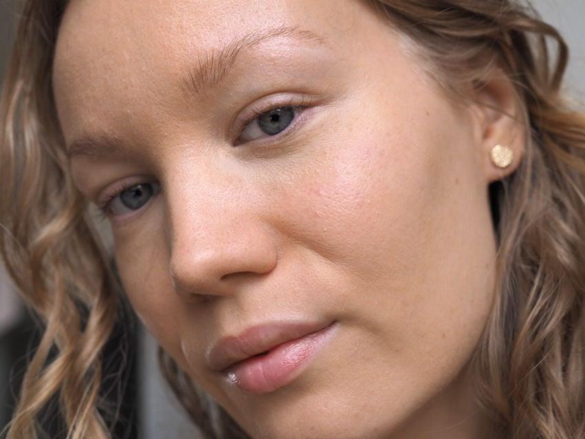 Natural looking skin Nars Sheer Glow Foundation