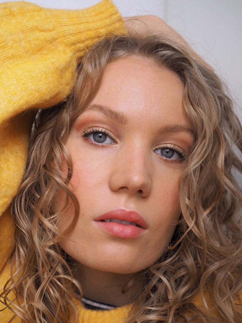 makeup tip for deep set eyes