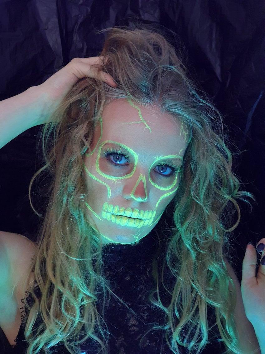 neon skull halloween