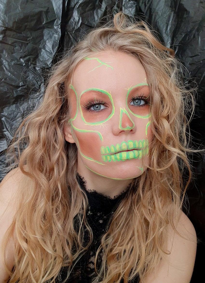 neon skull halloween look